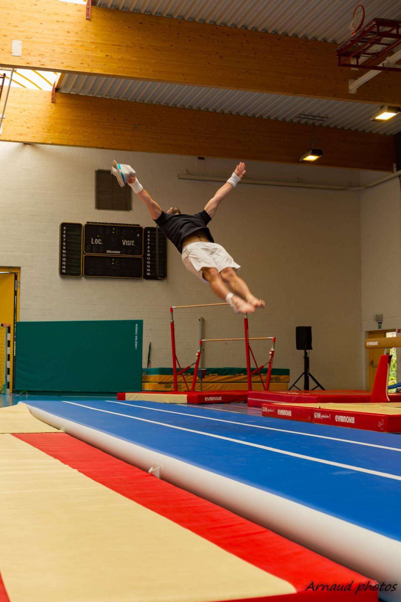 08 Passage barres -  sol (Gymnastes masculins de l'année)