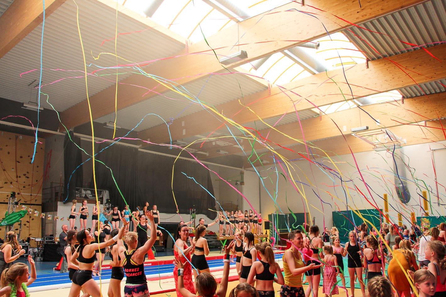 """21. Flash mob de clôture """"Hymne de Camping paradis"""" (Danse finale)"""