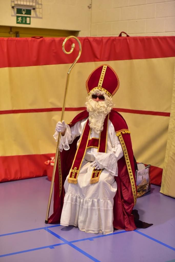 Le 02-12-2017 Saint Nicolas vient nous rendre visite